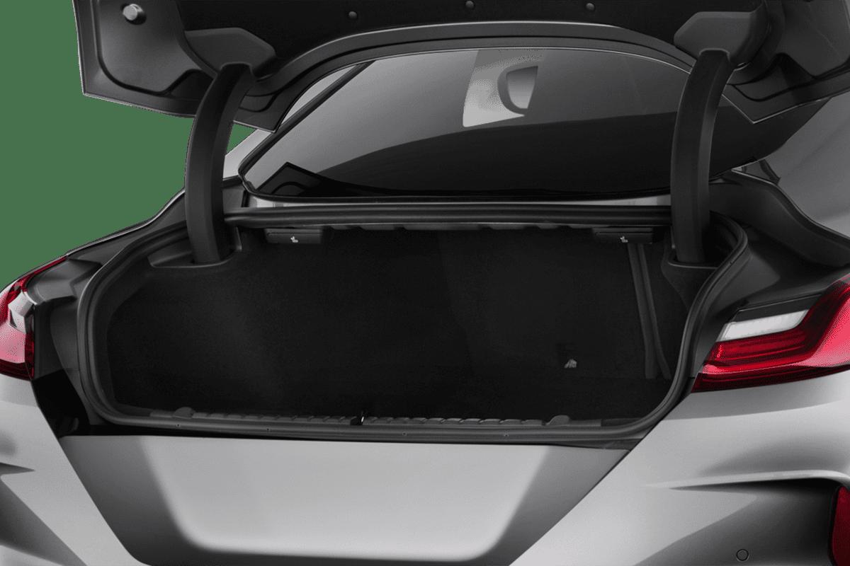 BMW M8 Coupé trunk