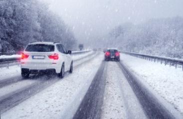 winter_strase_schnee