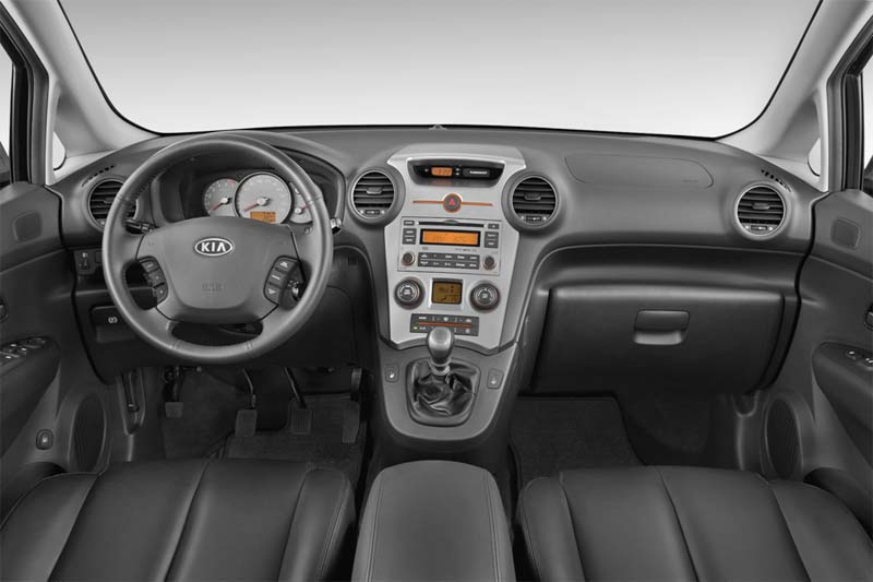 kia-carens-2010-innen-cockpit