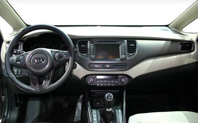 kia-carens-2013-innen-cockpit