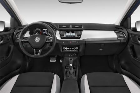 skoda-fabia-limousine-2015-innen-cockpit