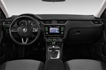 skoda-octavia-combi-2013-innen-cockpit