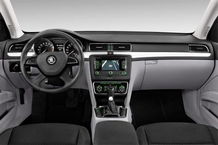 skoda-superb-combi-2013-innen-cockpit