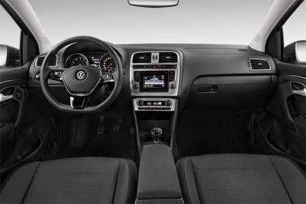 vw-polo-bluemotion-2014-innen-cockpit